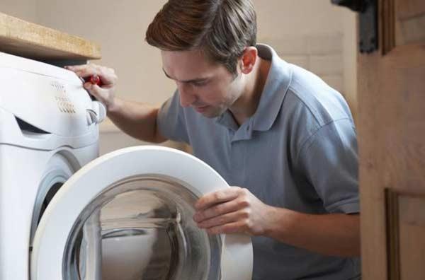 máy giặt electrolux giặt xong không mở được cửa